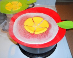 England customer ordered our silicone Stops boiling pots from Hanchuan