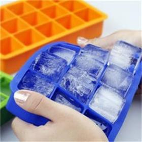 Here, Hanchuan silicone factory share you the way to remove ice cubes from a silicone ice tray