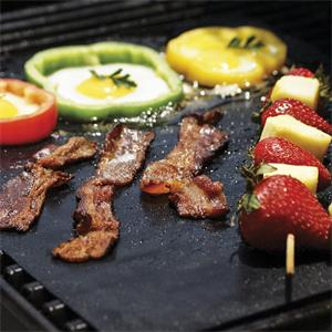Why foreigners take part in outdoor activities like using silicone barbecue pads?