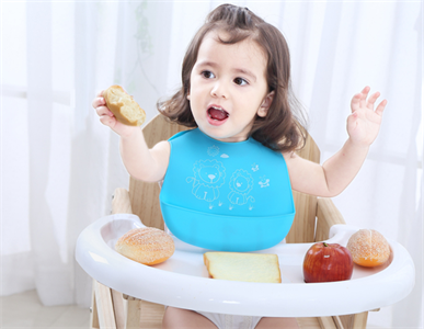 What should paid attention to when using silicone baby bib?